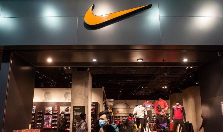 Nueva York liberar información sobre Excelente calidad Nike, Adidas y Versace: el coronavirus golpea a más grandes marcas ...